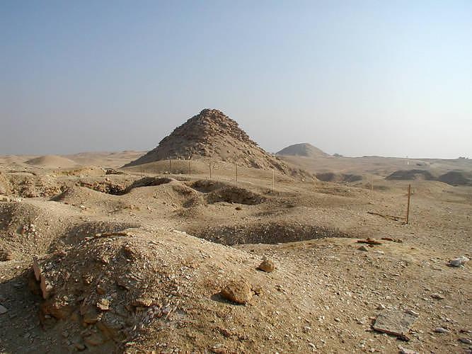 PyramidOfUserkaf