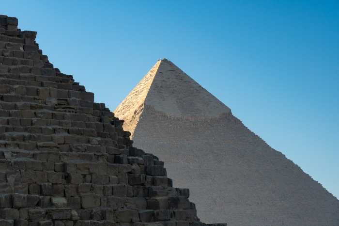pyramids-3953368_1920.jpg